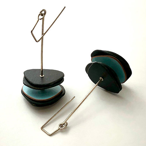 Formica stack earrings, blk & blue