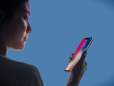 """Reparatur von iPhone X Face ID: """"iPhone etwas nach oben/unten bewegen"""""""