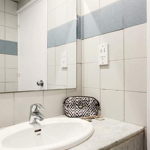 bath 1br.jpg