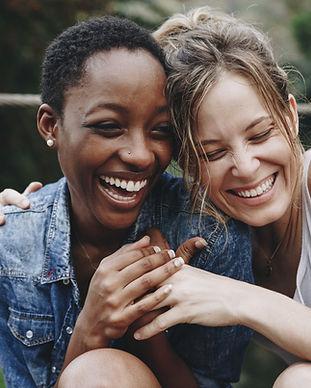 Riso feliz dos amigos