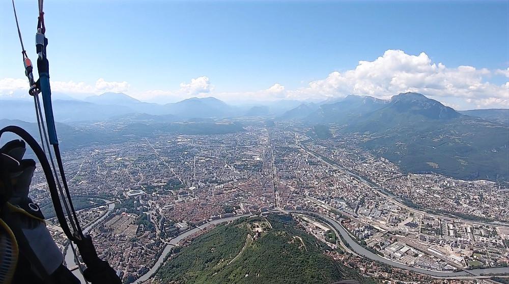 Survol de Grenoble en parapente