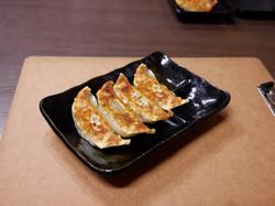 餃子セット(焼きor揚げ) [半ライス+餃子4ケ]