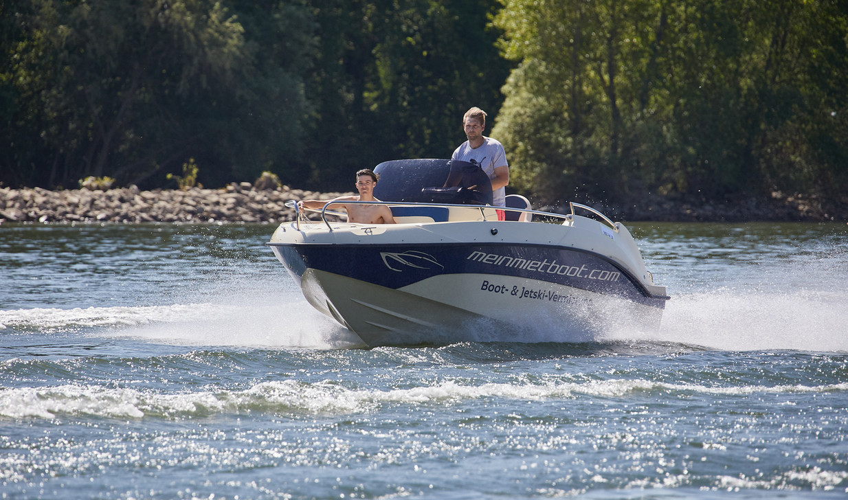 Mietboot blau Wiesbaden