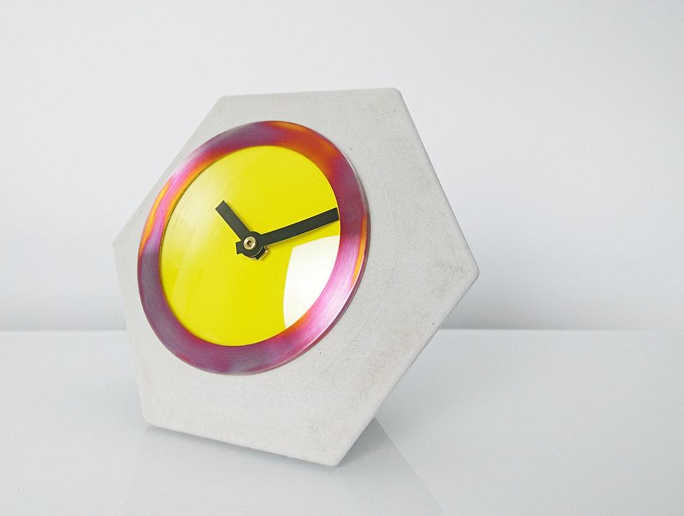 cast concrete table clock design