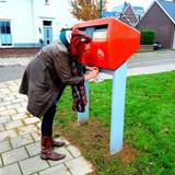 Of aan een brievenbus in Houten