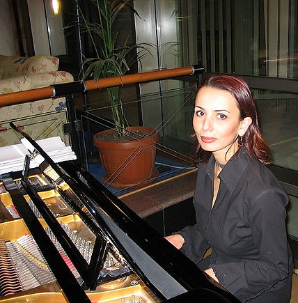 Lilit Papoyan, professional piano teacher & accompanist in GTA