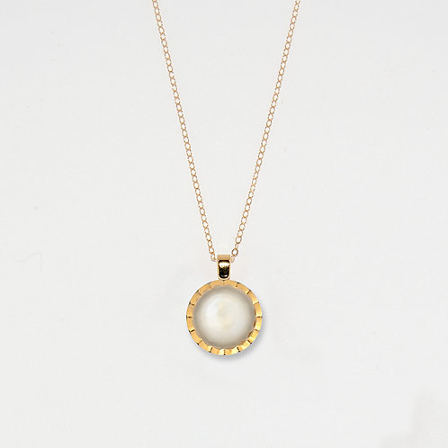 White & Gold Faceted Pendant Necklace