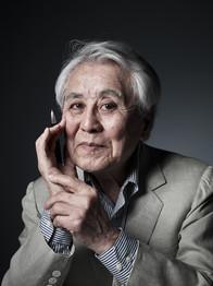 岩倉信弥教授