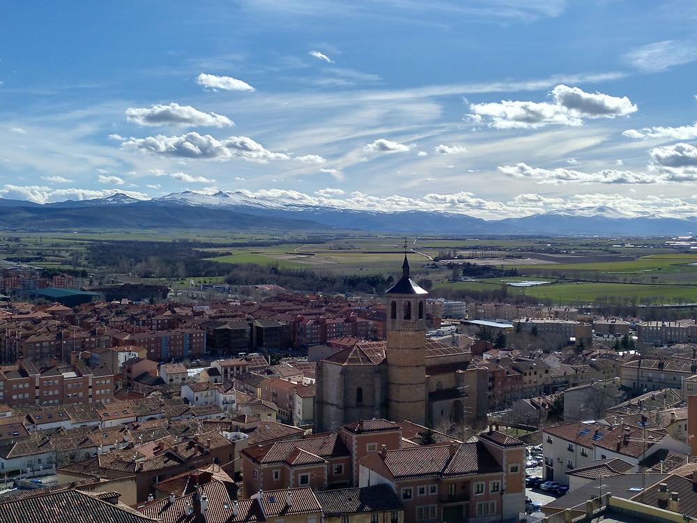 La Sierra de Gredos desde la muralla de Ávila.