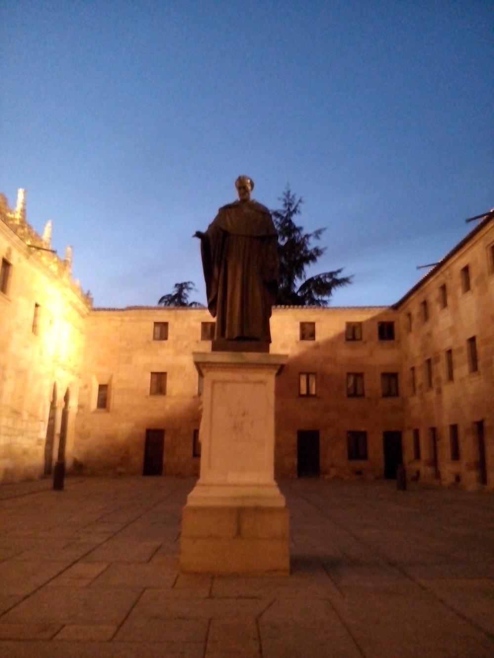 Estatua de Fray Luis de León. Patio de las escuelas. Universidad de Salamanca.