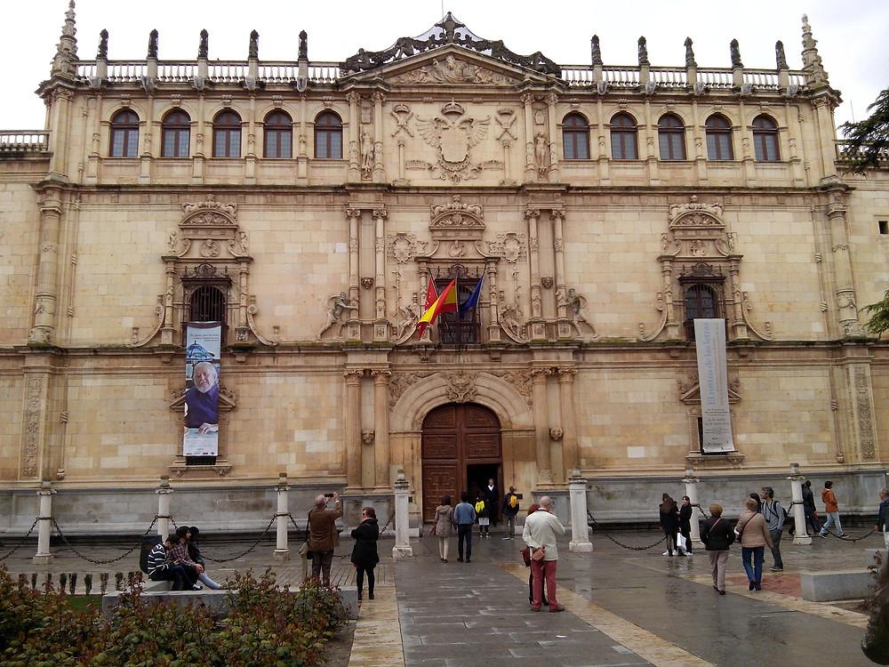 Fachada de la Universidad de Alcalá de Henares, 23 de abril de 2016.