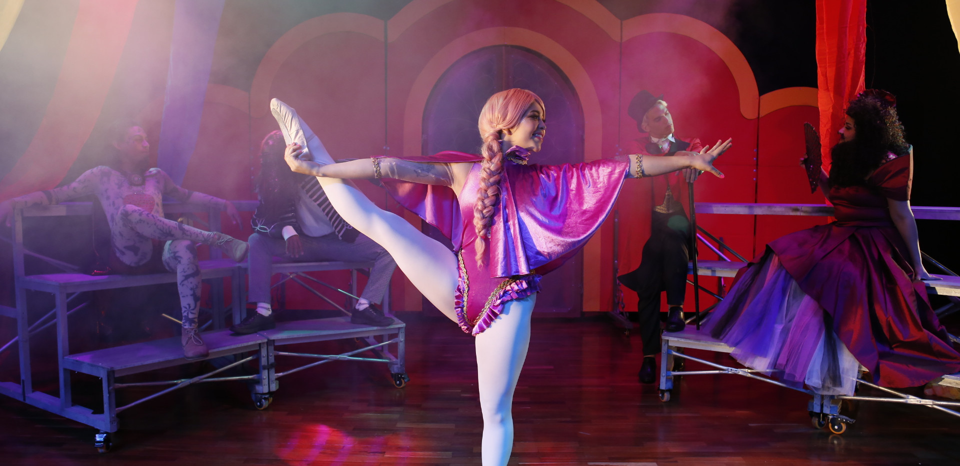 El Gran Show-bailarina.jpg