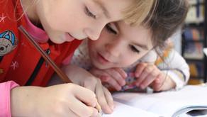 Cara Terbaik Membantu Anak Anda Menguasai Kemahiran Menulis