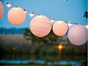 TWEAKS+inspiration : Summery Playful Paper Lanterns