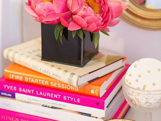 TWEAKS+inspiration : Decorating with Books