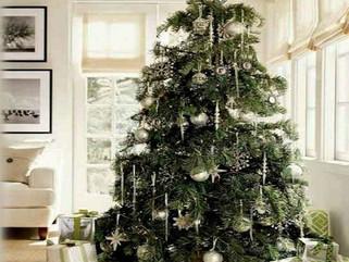 TWEAKS+inspiration : Skirting the Christmas Tree