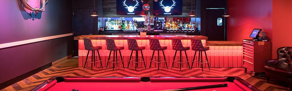 bowlero-lounge-with-pool-table-and-bar.j