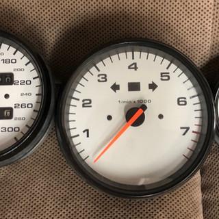 Porsche 993 white speedometer_edited.jpg