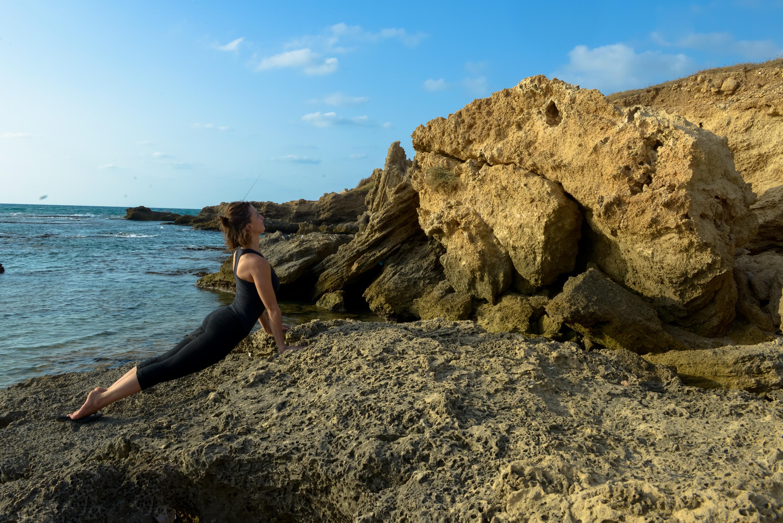 יוגה בחוף הים