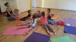 יוגה לילדים בסטודיו