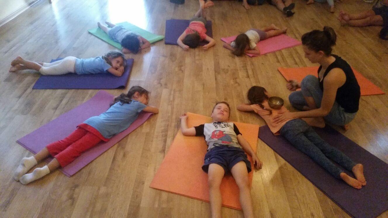 יוגה לילדים בסטודיו סאדהנה