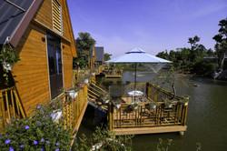 Bungalow-Lakeside-HT Garden-02