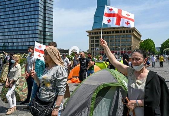 Géorgie : manifestation contre un barrage