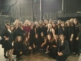 Backstage with the choir of the Orchestr