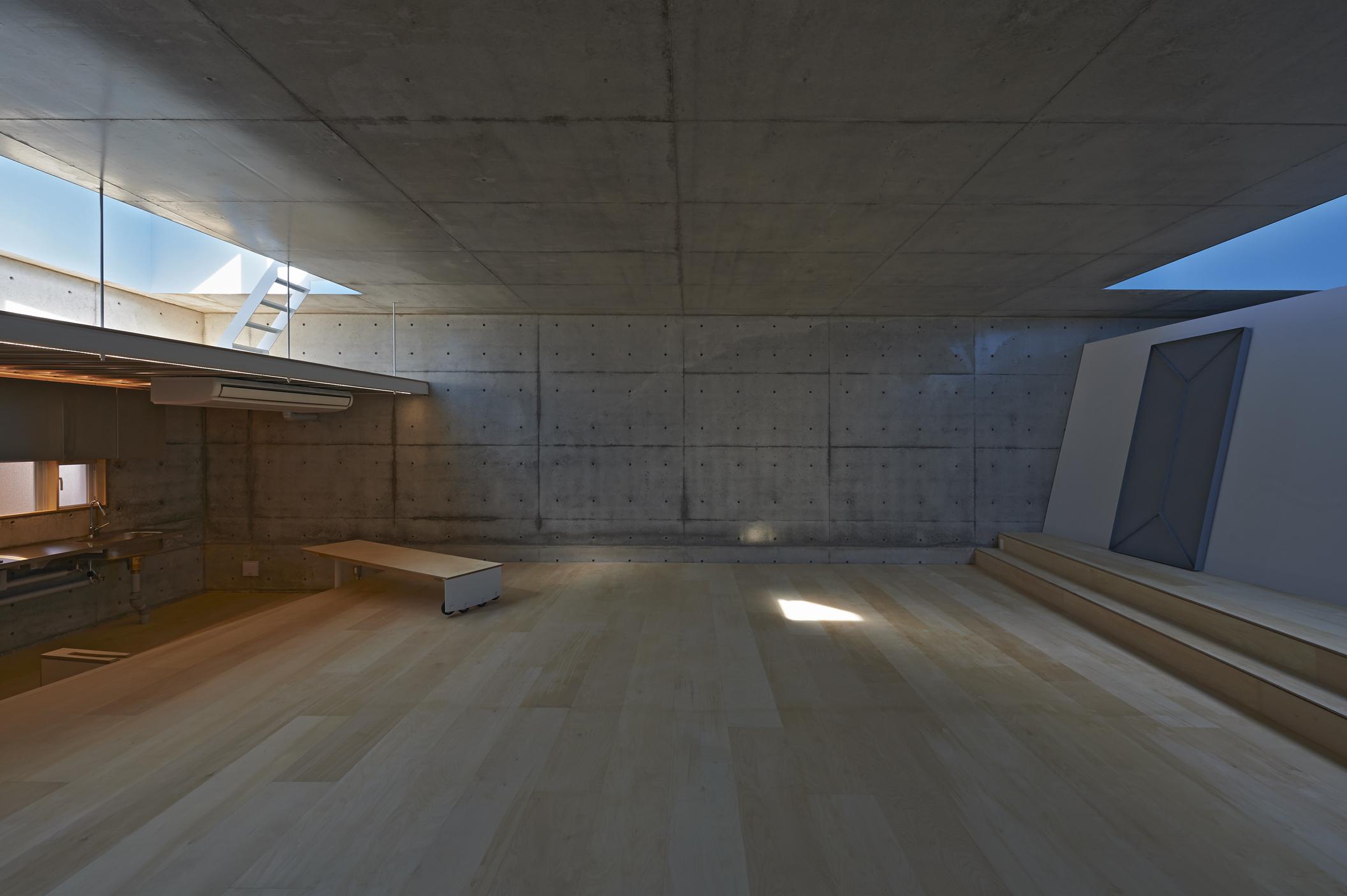 地上に浮いた地下の家|stageworks|久保和樹