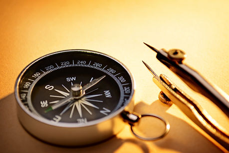 vecteezy_old-magnetic-compass-for-naviga