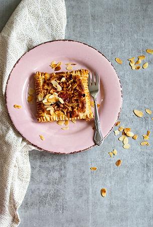 pastry-on-plate-3133200.jpg