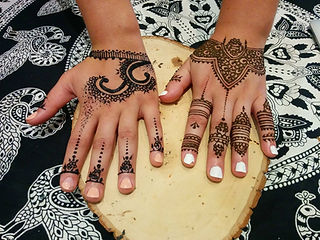 Henna Tattoo Montreal : Henna tattoo boutique montreal on hand