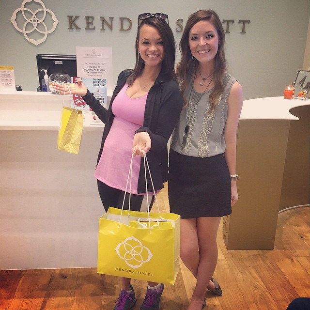 I just picked up a BOAT LOAD of jewelry from our amazing sponsor, #KendraScott 🙌💗💙 They are such