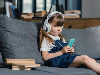 Uso prolongado de smartphones por crianças e adolescentes pode causar problemas à saúde mental