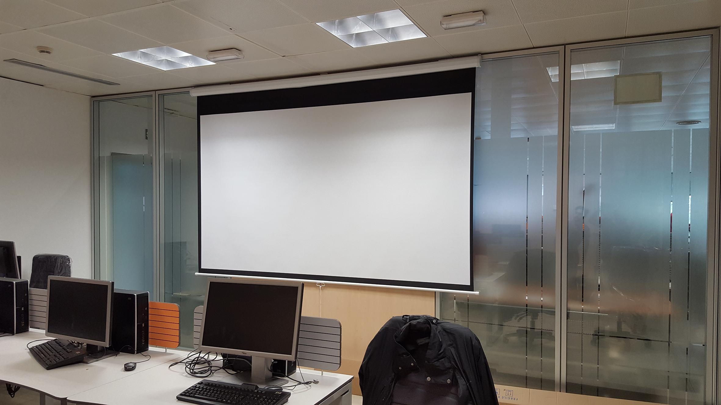 Instalacion de pantalla para proyector