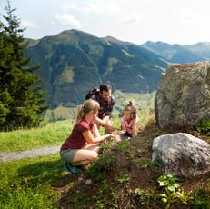 Familienglück in den Ferien in den Bergen