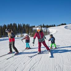 Familie im Skicircus Saalbach Hinterglem