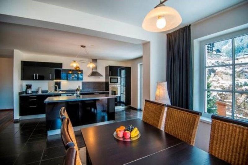 Essbereich mit Küche.jpg