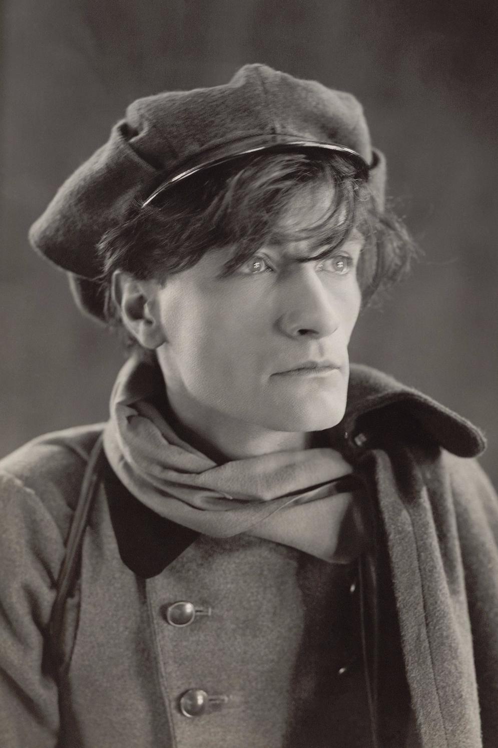 Antonin_Artaud_1926_edited