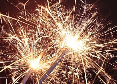sparkler-3897468_1920.jpg