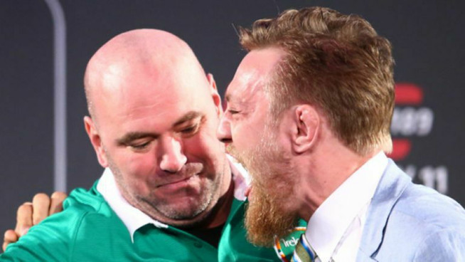 Fans in SHOCK as Dana White interrupts weigh-in to give McGregor a blowjob