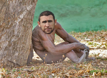 5 Photos Of Martin Keown In His Natural Habitat