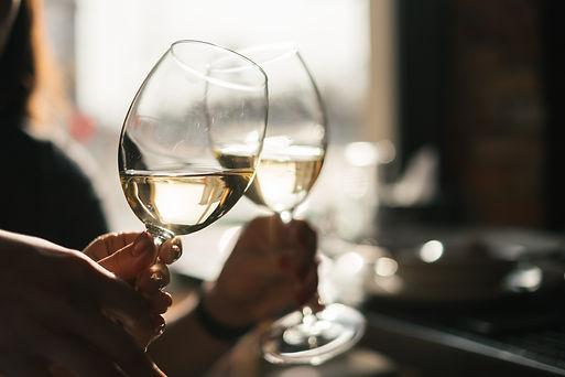 toasting-with-white-wine-P2PEYHW.jpg
