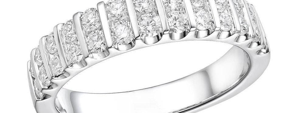 14 krt. Witgouden dubbele rijring bezet met 26 briljant geslepen diamanten