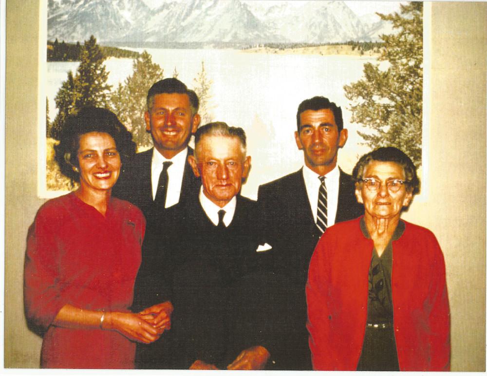 Colour photo of Hanlon Family, circa 1964