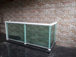 guarda-corpo-com-vidro-verde.jpg