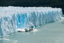 Argentina-A-Giant-Piece-Of-Ice-Breaks-Of