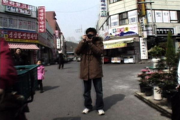 퍼포먼스_여기서 왜 사진을 찍어요_2.j