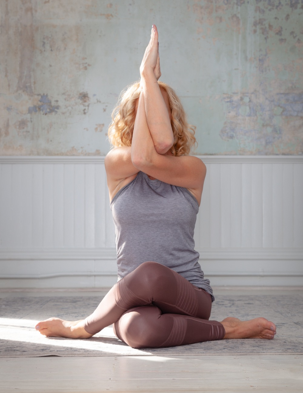 Kelly Upson seated eagle pose