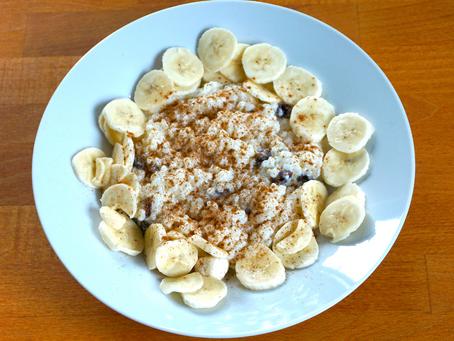 Bananenreis mit Sultaninen